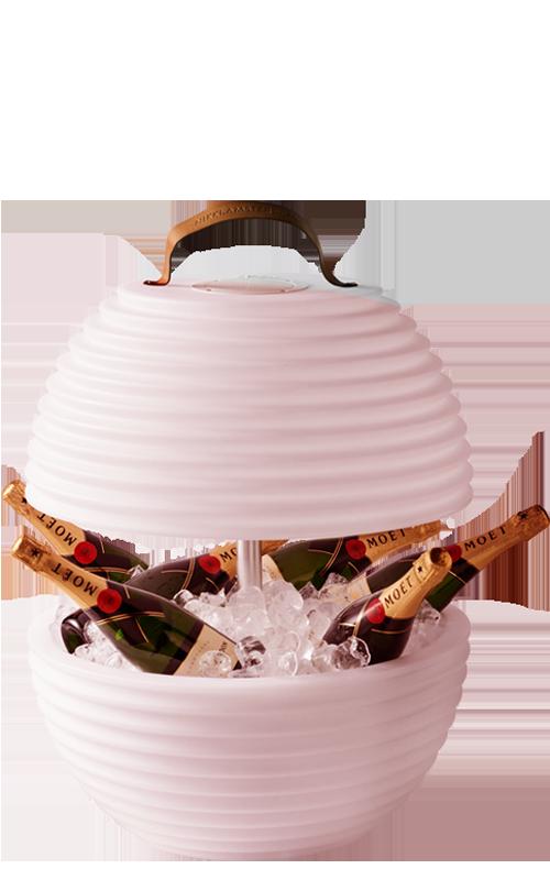 The.Bowl van Nikki.Amsterdam is uitgerust met ingebouwde bluetooth speaker, wijnkoeler en multicolor led verlichting
