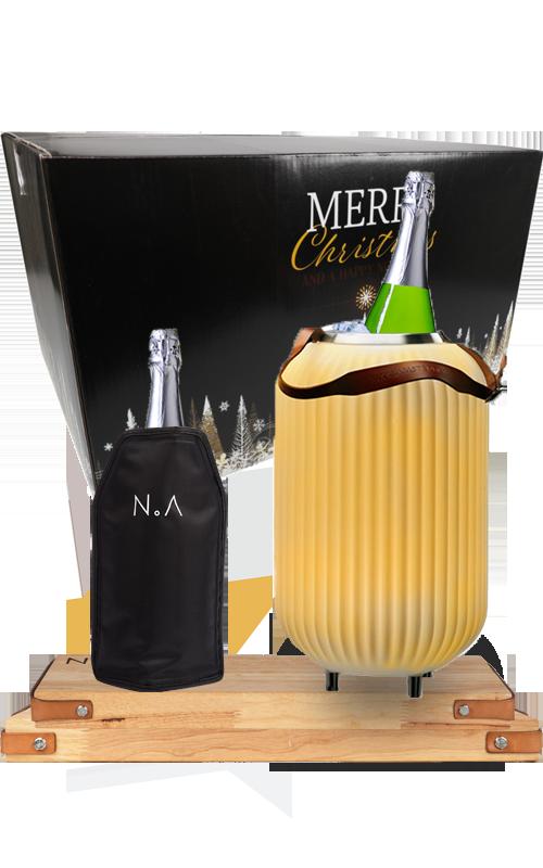 Het perfecte cadeau tijdens de feestdagen met The.Lampion S, The.Board Rubberwoord S en L en twee flessen Cava.